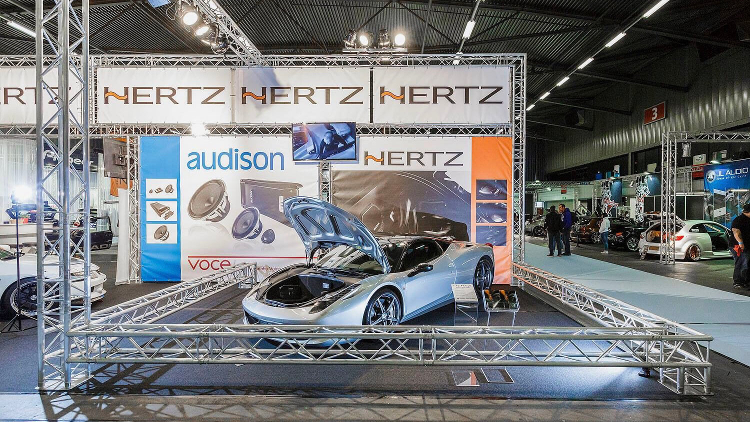 100% tuning beurstand bouw expo stand