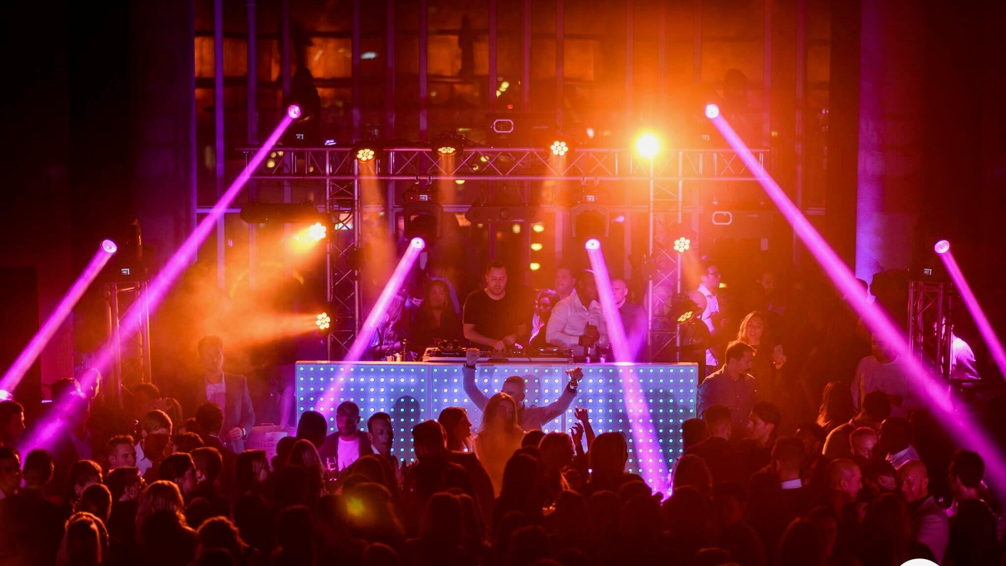 Lichtshow & RGB LED Dj Booth | Grand Cafe Staal Rotterdam